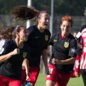Las chicas del Atlético, celebrando un gol ante el Athletic
