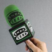 mano micrófono