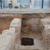 Zona de los restos de los baños árabes afectada por la filtración de agua