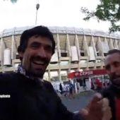 Frame 99.659101 de: ¿Quieres ver cómo se enfrentan las aficiones del Madrid y del Atleti en el asfalto?
