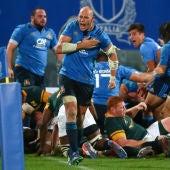 Sergio Parisse celebra un ensayo ante Sudáfrica