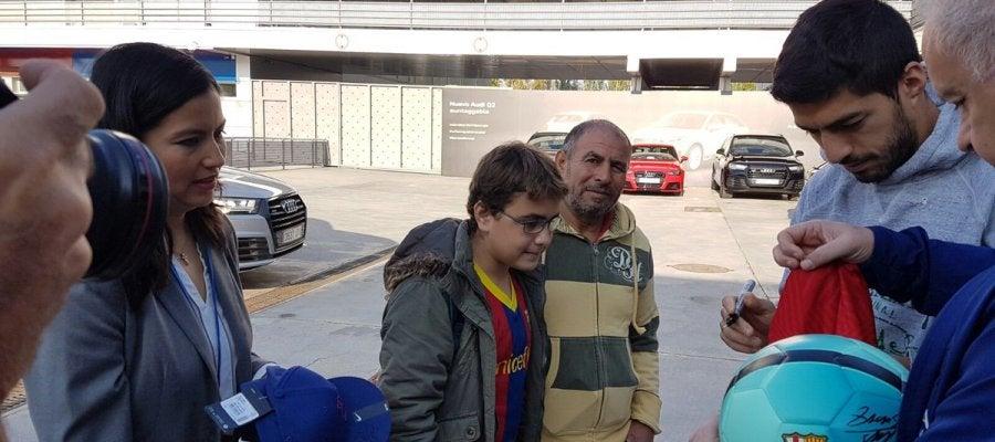 Imad cumple su sueño de conocer a Luis Suárez