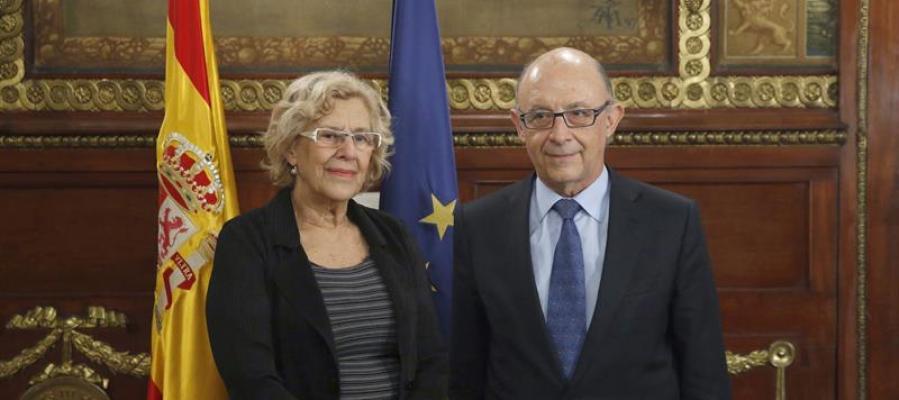 Reunión entre Manuela Carmena y Cristóbal Montoro