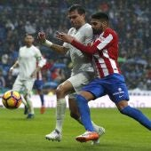 Pepe peleando un balón