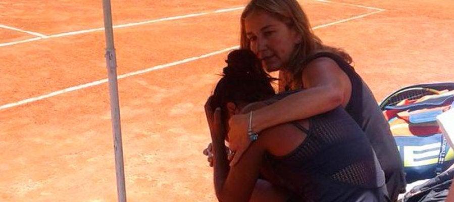 La tenista chilena Daniela Seguel llora en la pista
