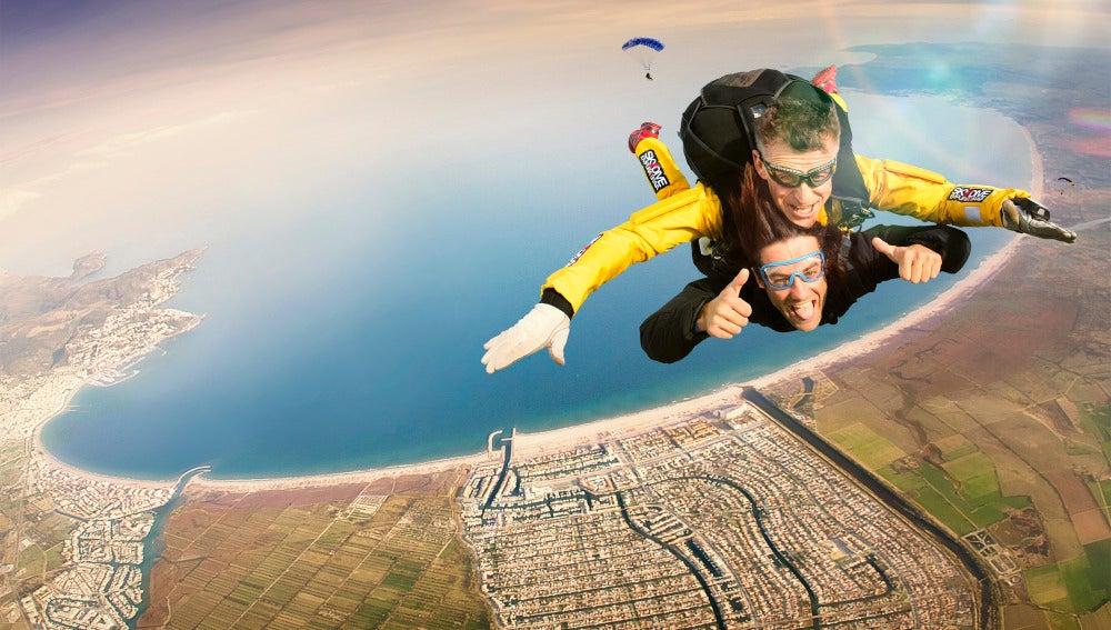 Persona física y un señor de Murcia: En Florida, las mujeres solteras que salten en paracaídas los domingos pueden ser detenidas