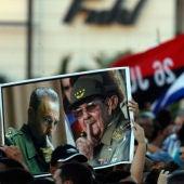 Miles de cubanos asisten al acto de despedida del líder cubano Fidel Castro en la Plaza de la Revolución en La Habana