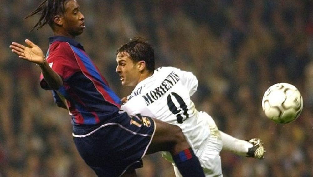 Christanval con Fernando Morientes en el clásico de las 2001-2002.