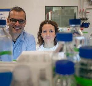 Los científicos Salvador Aznar Benitah y Gloria Pascual
