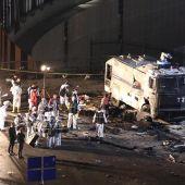 Imagen de las autoridades tras el atentado cerca del estadio del Besiktas