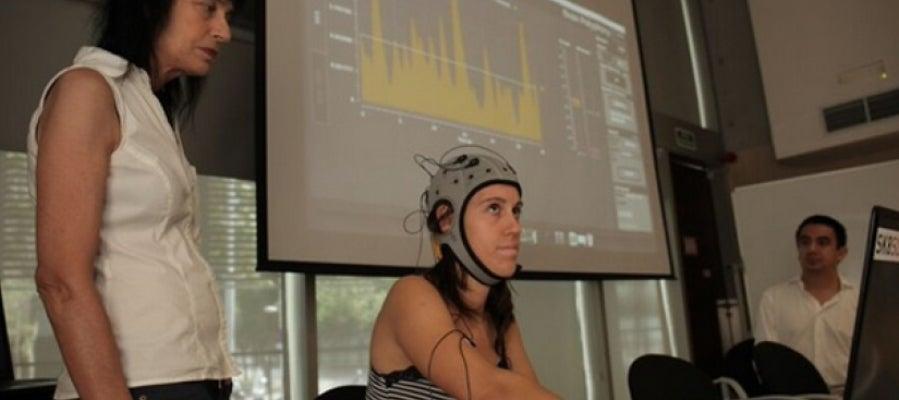 El casco permite transformar las emociones en música