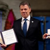 El presidente de Colombia, Juan Manuel Santos, recoge el Premio Nobel de la Paz
