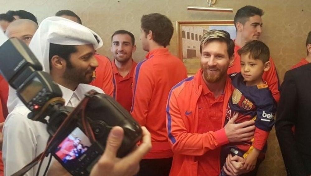 Leo Messi se saca una fotografía junto a Murtaza