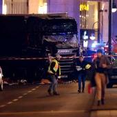 Un camión irrumpe en un mercadillo navideño en Berlín