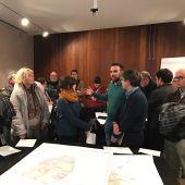 El concejal responsable de urbanismo, Rafa Simó, ha recogido las peticiones vecinales.