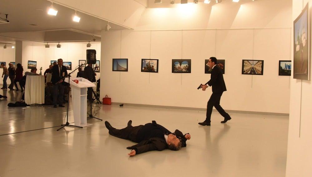 Fotografía del hombre armado que disparó contra el embajador ruso