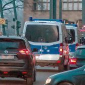 Vehículos policiales aparcados delante de la estación ferroviaria de Heilbronn, Alemania