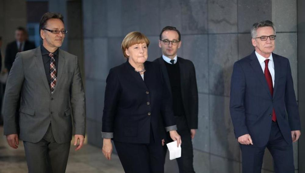 Angela Merkel en su visita a la sede en Berlín de la Fiscalía Federal