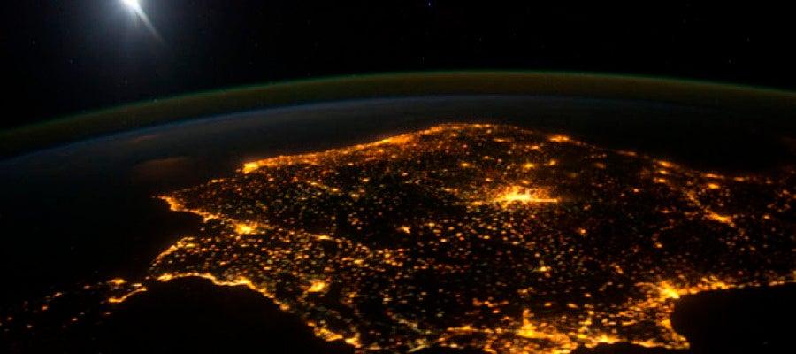 La Península Ibérica vista por la noche (Archivo)