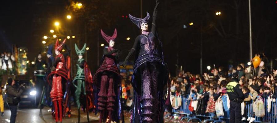 Uno de los espectáculos de la tradicional cabalgata de Reyes en Madrid