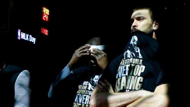 Marc Gasol, junto a Zach Randolph en el día de Martin Luther King