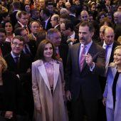 Los Reyes Felipe y Letizia, acompañados por Manuela Carmena, Álvaro Nadal y Cristina Cifuentes en FITUR