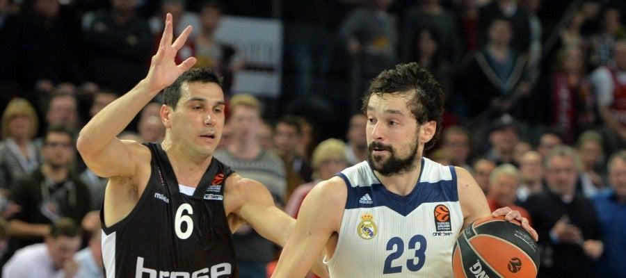 Sergio Llull, en acción ante Nikolaos Zisis