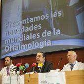 El doctor Fernando Soler, en el centro, en la presentación de FacoElche 2017.
