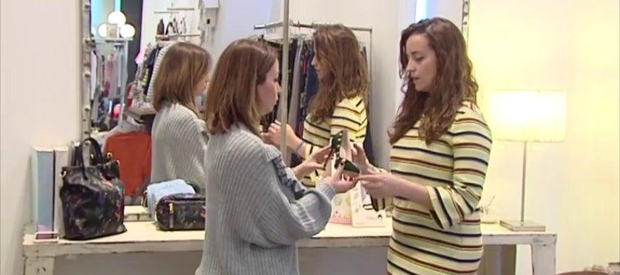 """Frame 42.15465 de: La profesión de """"personal shopper"""" está de moda y se especializa en todo tipo de campo"""