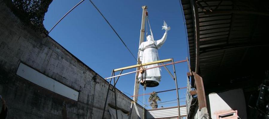 La escultura del Papa Francisco en la frontera