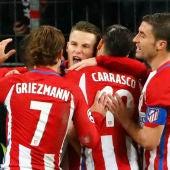 Los jugadores del Atlético de Madrid celebran un gol al Leverkusen
