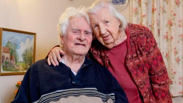 Una pareja de ancianos que se conoció hace 40 años en un basurero se casan a los 89 años