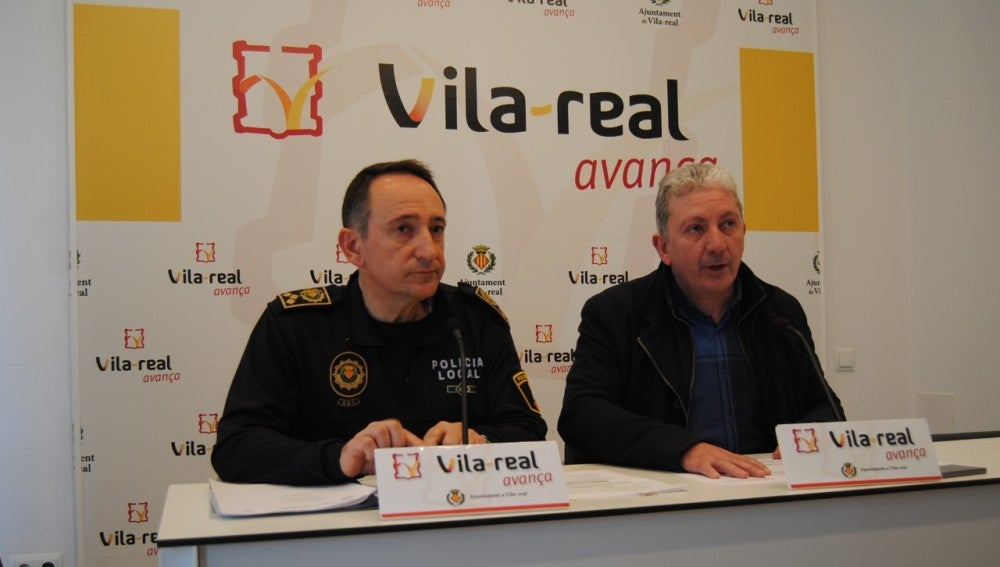 El regidor de Seguretat Viària Javier Serralbo i el cap de la policia local, José Ramón Nieto ha presentat la memòria dels casos resolts en mediació durant 2016.