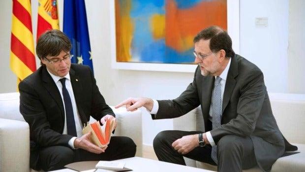 Personas físicas: Se confirman las reuniones 'secretas' de Mariano Rajoy y Carles Puigdemont