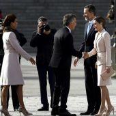 Los Reyes reciben al presidente de Argentina y a su esposa