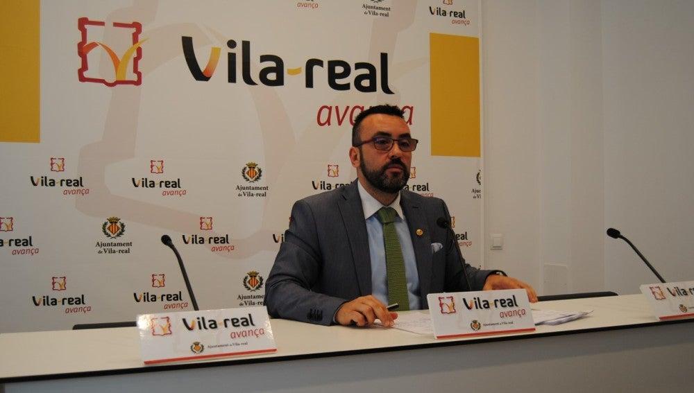 L'alcalde de Vila-real José Benlloch ha firmat les ordres de transferència que permet a l'ajuntament liquidar el deute de 2016 amb els proveïdors