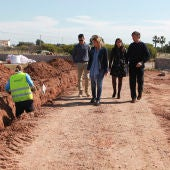 La alcaldesa de Castellón, Amparo Marco, ha visitado las obras junto al concejal de Ordenación del Territorio, Rafa Simó, y la concejala de Sostenibilidad Ambiental, Sara Usó.
