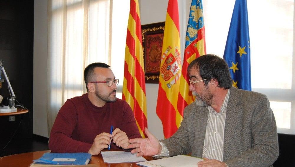 L'alcalde de Vila-real José Benlloch s'ha reunit amb el president d'Alcer Castalia, Juan Doménech per a conéixer les reivindicacions de l'associació.