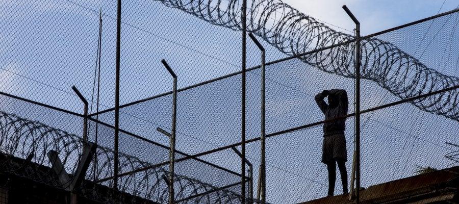 El preso atrincherado en el tejado de la cárcel Modelo de Barcelona