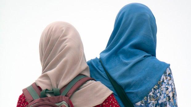 """Una concejala de Igualdad propone enseñar a los niños en una """"clase magistral"""" cómo ponerse el velo islámico"""
