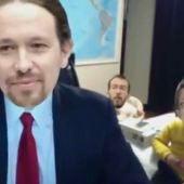Meme de Pablo Iglesias parodiando al padre 'troleado' por sus hijos en la BBC