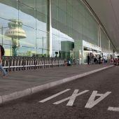 La parrilla de taxis en la Terminal 1 del Aeropuerto de Barcelona-El Prat