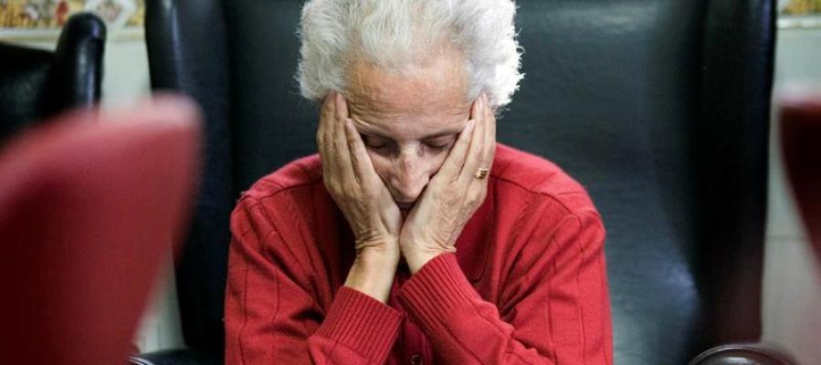 Una anciana viviendo sola