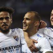 Sandro celebra con sus compañeros su gol al FC Barcelona.