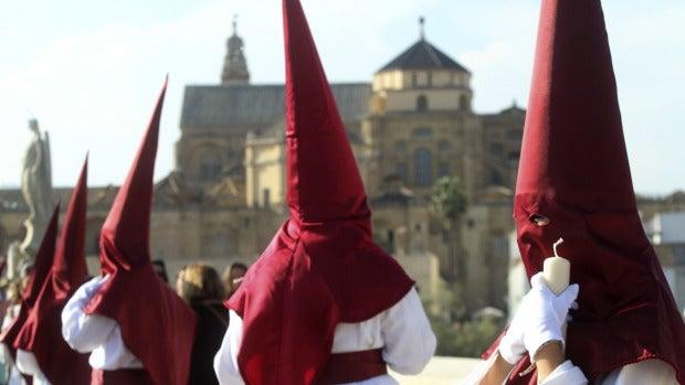 El 'Capirocool': El nuevo invento para refrescar a los nazarenos