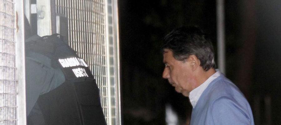 Ignacio González llega a la Comandancia de la Guardia Civil de Tres Cantos