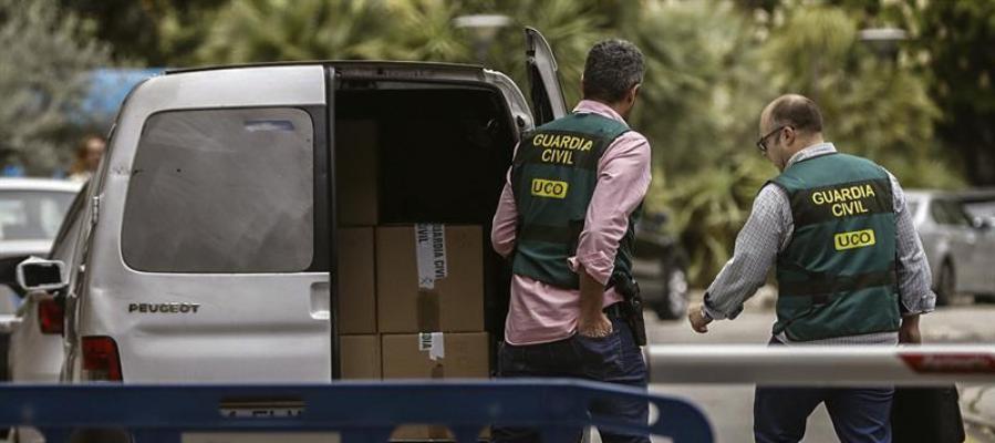 Agentes de la UCO realizan un registro