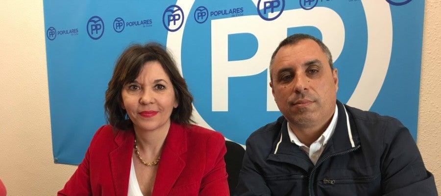 Mercedes Alonso y Vicente Granero en el Grupo Municipal del PP.