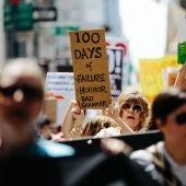 Multitudinaria manifestación contra la política sobre el clima de Trump en Nueva York