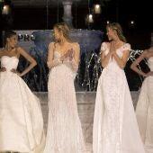 Las modelos lucen las creaciones de la colección Atelier para 2018